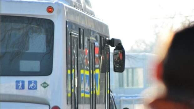 Междугородний автобус попал в ДТП на въезде в Южно-Сахалинск
