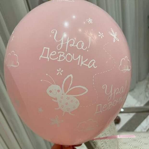 Альбина Джанабаева поделилась первым фото новорожденной дочери