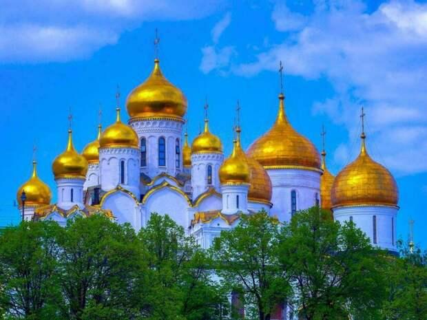 Почему на Руси было принято делать купол церкви в виде луковицы