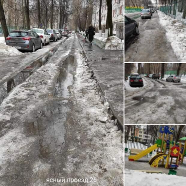 Во дворах в Ясном проезде вывезли оставшийся с зимы снег