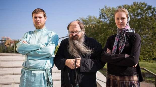 Владимир Викторович Шамарин (в центре) с сыном Арсением и невесткой Татьяной. Фото: Алексей Лощилов