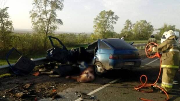 Четыре человека погибли в страшном ДТП с самосвалом под Самарой