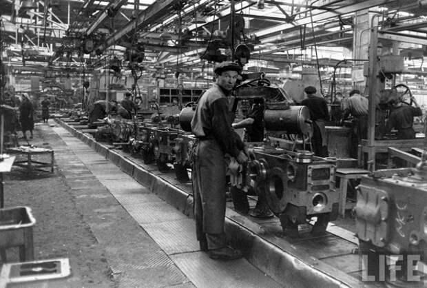 Минский тракторный завод в журнале LIFE, 1960 год(2019) Фото: LIFE