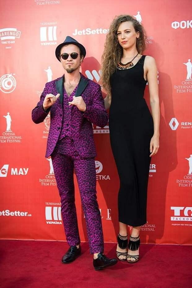 Очень странный фиолетовый костюм