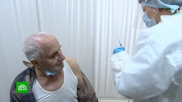 Смертность от COVID-19 в России сокращается пятую неделю подряд