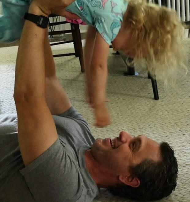 Дочь Аманды Нина с отцом, акткером Тедом Садоски