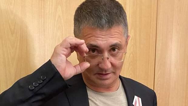 Врач Мясников призвал россиян вакцинироваться от коронавируса