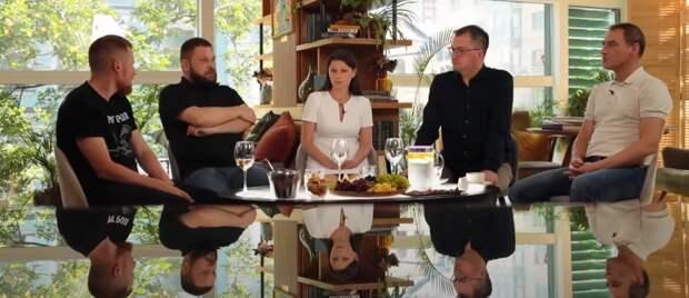 Свои первые командировки в «горячие точки» вспомнят участники проекта «Военкоры» телеканала RT