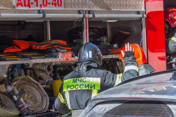 Во дворе дома на Алтуфьевском шоссе горели две машины