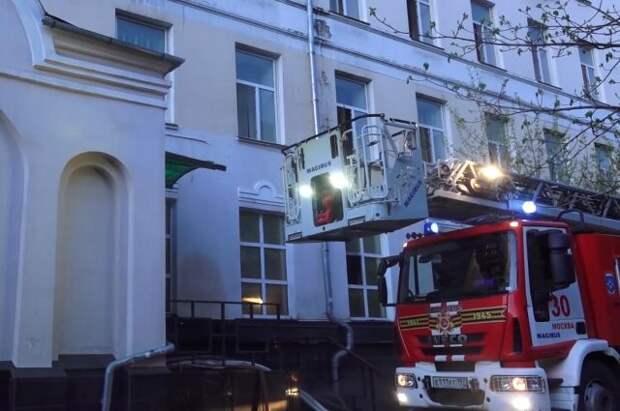 Следователи назвали приоритетную версию пожара в московской гостинице