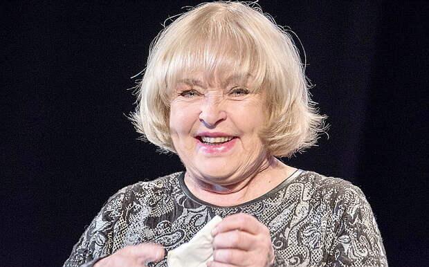 Свихнувшаяся на бандеровщине советская актриса хвастается автоматом мертвого сына