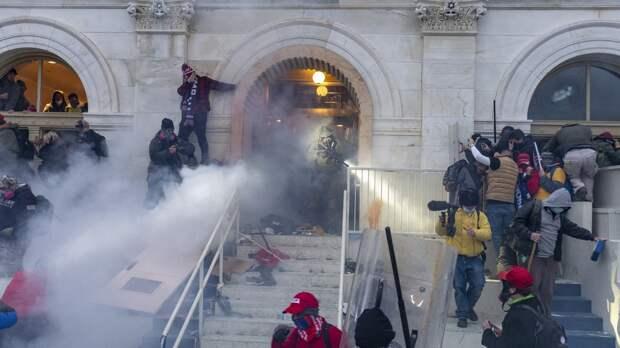 Полицейские после штурма Капитолия предъявили обвинения журналисту Infowars