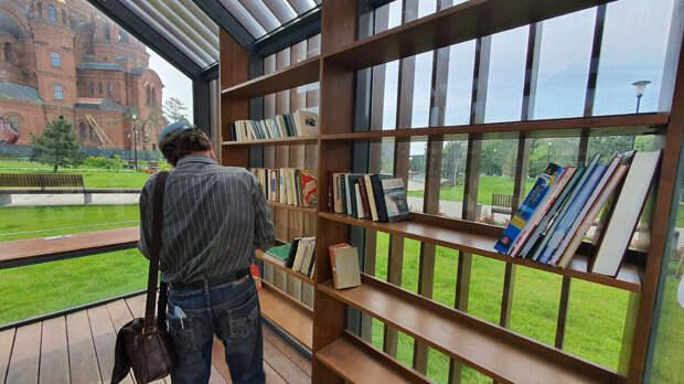 Посетитель библиотеки «Book сrоssing» в Волгограде