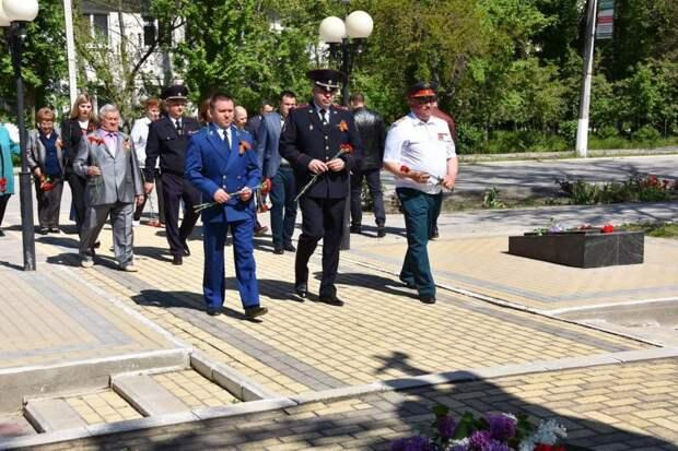 Красноперекопские полицейские приняли участие в церемонии возложения цветов, посвященной 76-ой годовщины Великой Победы