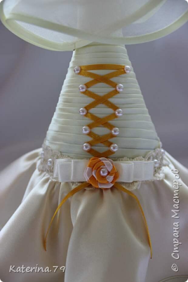 Декор предметов Мастер-класс Поделка изделие Свадьба Моделирование конструирование Шитьё Бутылочки жених и невеста как я делаю пушистую юбку для невесты  Бусины Бутылки стеклянные Ткань фото 15