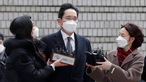 В Южной Корее массово требуют помилования наследника Samsung