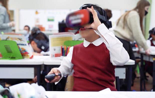 Российские школьники начали тестировать VR-шлемы
