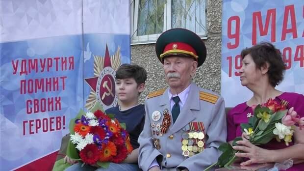 Парад Победы пришел к ижевскому ветерану под окна