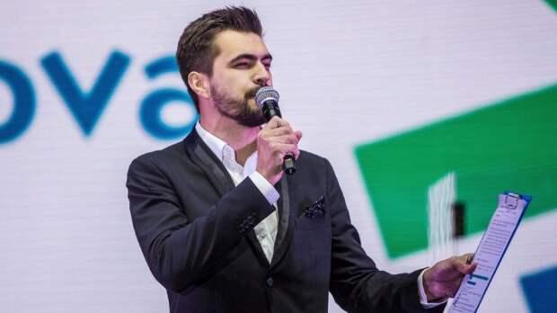 Ведущий «Маски» Вячеслав Макаров признался, что плачет за кулисами
