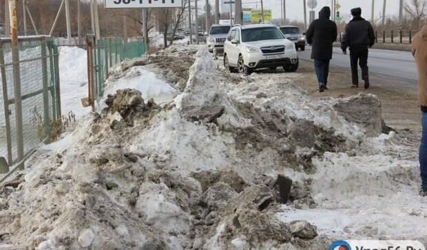 Впоселке под Оренбургом 5 лет жители умоляют чиновников построить тротуар