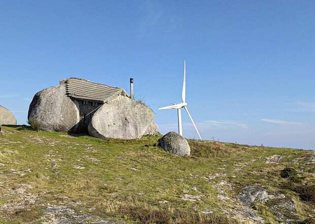 """Ветряки стоят довольно близко к """"Каменному дому"""""""