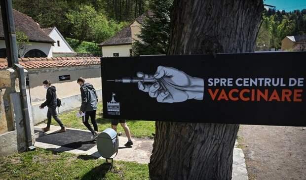 «Колют иглами, анеклыками»: взамке Дракулы вакцинируют туристов отCOVID-19