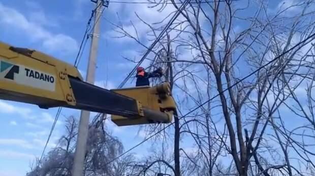 В Приморье более 15 тысяч жителей остаются без электроснабжения
