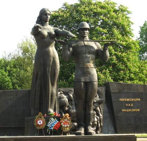 Власти Львова объявили тендер на снос памятника героям Великой Отечественной