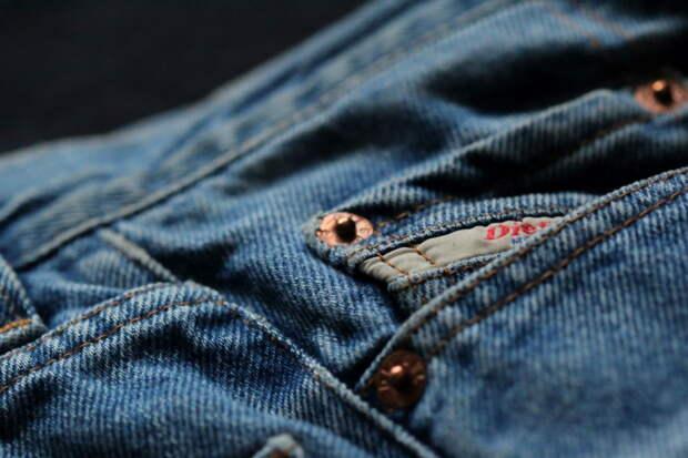 Зачем уже больше 100 лет на джинсах делают маленький карман. Мало кто знает настоящую причину