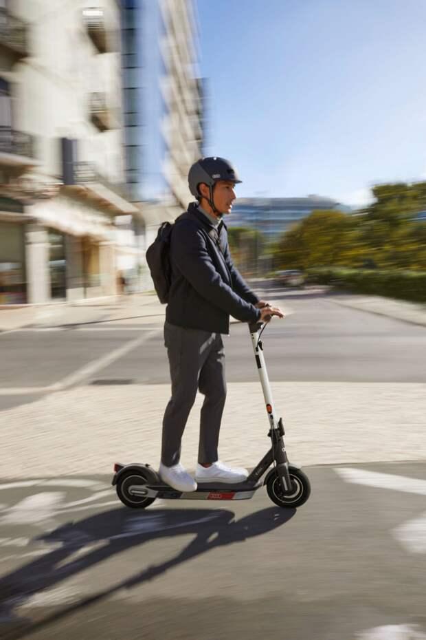 Audi eScooter: новый электросамокат для личной микромобильности