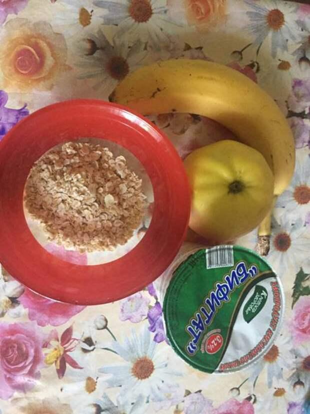 Завтрак из сырой овсянки.