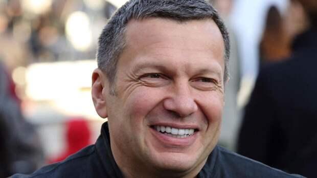 Соловьев «разнес» назвавшего «бессмысленным» парад Победы актера Назарова