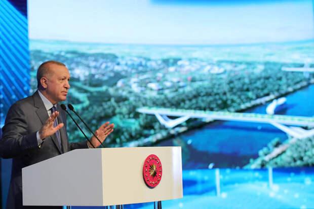 Хозяин морей Эрдоган. Чем плох для России канал в обход Босфора?