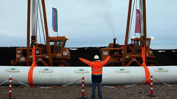 Зеленский хочет получать каспийский газ