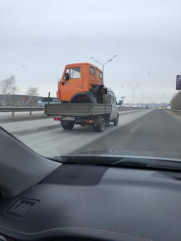 Даже КАМАЗик можно перевести по частям грузоперевозки, грузчики, женщины грузчики, перевозка, прикол, транспортировка