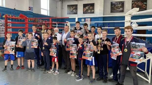 15 мая в спортзале МБУ ДЮСШ Бахчисарайского района проводился муниципальный турнир по боксу, в честь памяти героя России Филипова Романа Николаевича