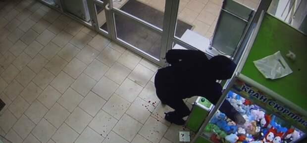 Больше 40 игрушек украли из взломанного автомата взрослые жители Кунгура