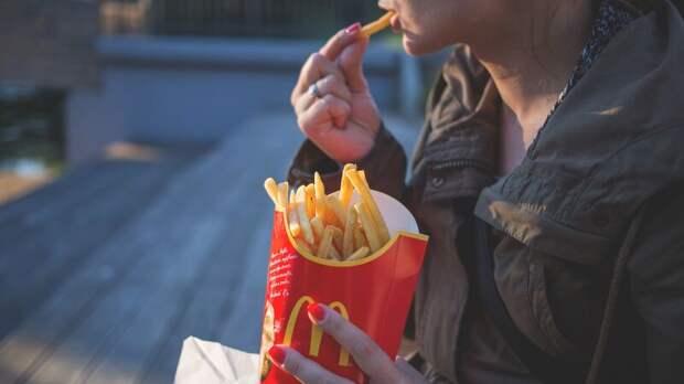 Блогер раскрыл лайфхак для получения свежей и горячей еды из «Макдоналдса»
