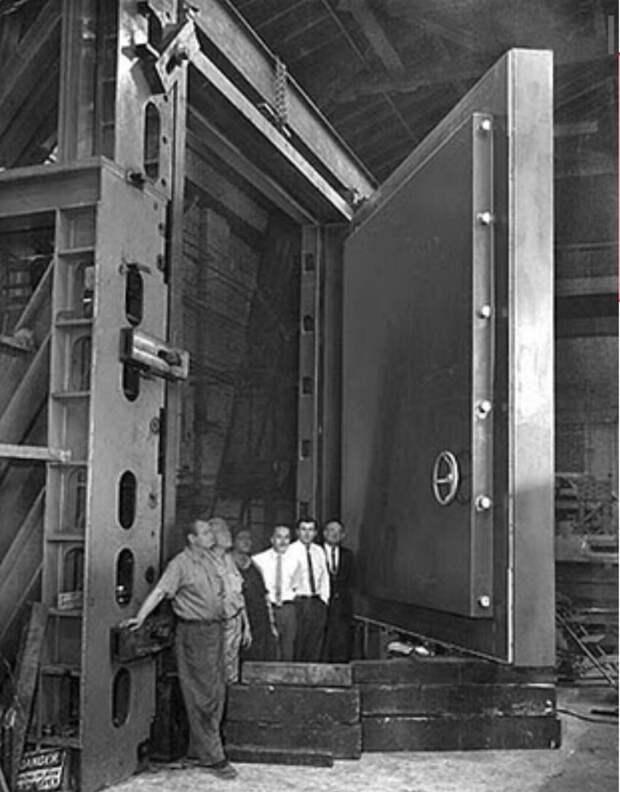 Дверь в бункер для конгрессменов на случай ядерной войны, США, 1960-е.
