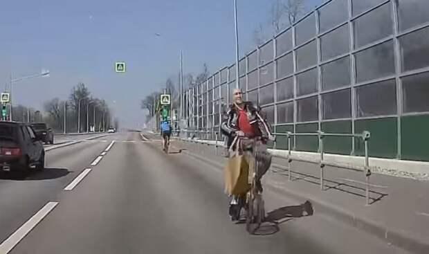 На Новодачном шоссе объявился велосипедист-камикадзе