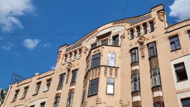 КГИОП Петербурга намерен через суд потребовать восстановления лепнины на доме Орлова
