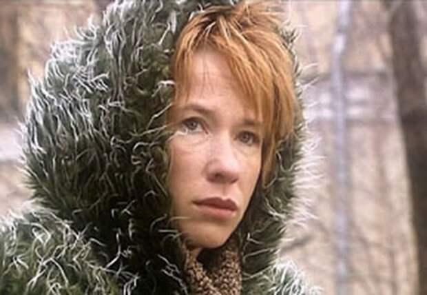 Кадр из сериала *Евлампия Романова. Следствие ведет дилетант*, 2003 | Фото: kino-teatr.ru